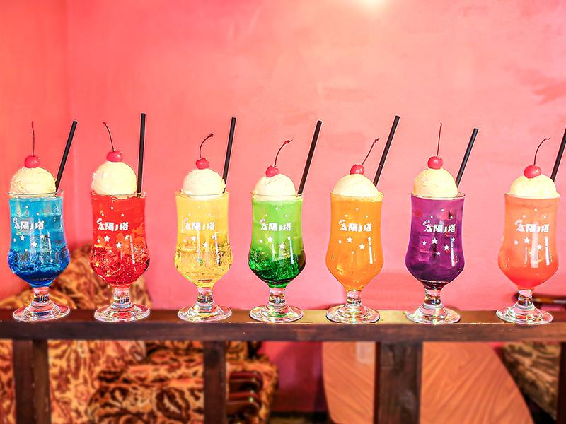 太陽ノ塔7色クリームソーダ。既存のカラーと合わせて、7色のクリームソーダがライナップ。 先行で中崎町GREEN WEST店で販売します。